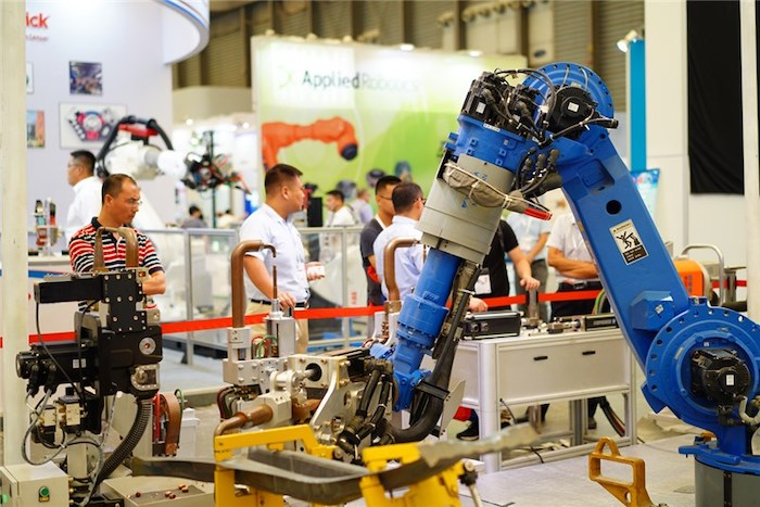 """打造新能源汽车产品线""""一站式创新服务平台"""""""